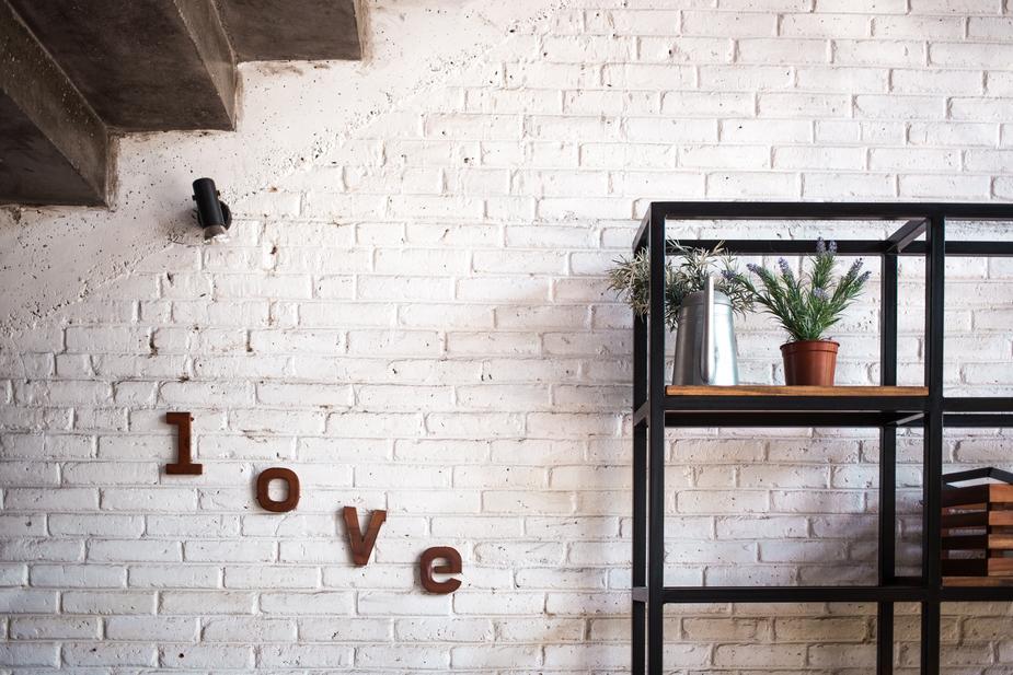 living-room-brick-wall_925x